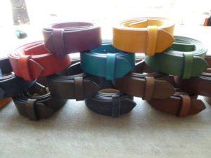 Opasky různých barev