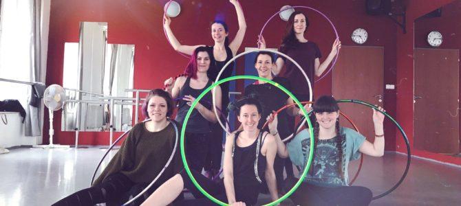 Nové taneční kurzy od Démairt a workshopy Hoops Brno
